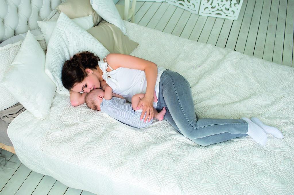 Специальная кровать для сына и мамы для секса